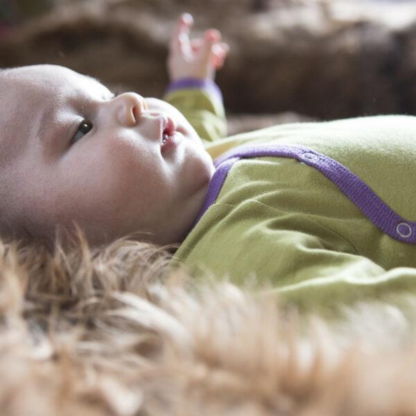Chill n Feel - Langarm-Wickelbody aus Pima Bio-Baumwolle Anis-Gruen Pflaume (5)