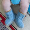 Chill n Feel - Handgestrickte Baby Boots aus 100% Baby Alpaka Eisblau Orange (1)