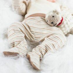 Geringelte Babyhose mit Fuß aus Bio Pima Baumwolle