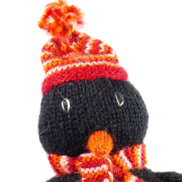 Chill n Feel - Fair Trade Stick-Kuscheltier Pinguin aus Alpaka Wolle (2)