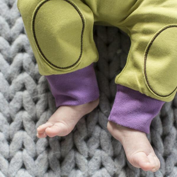 Chill n Feel - Mitwachsende Baby-Pumphose aus seltener Pima-Cotton Anis-Grün Pflaume (5)
