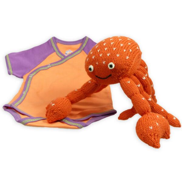 Chill n Feel - Nachhaltiges Babygeschenk Krebs und Wickelbody Orange Lila (1)