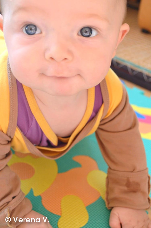 baby-schlafanzug-mit-kratzschutz-testphase-erfolgreich-bestanden-10