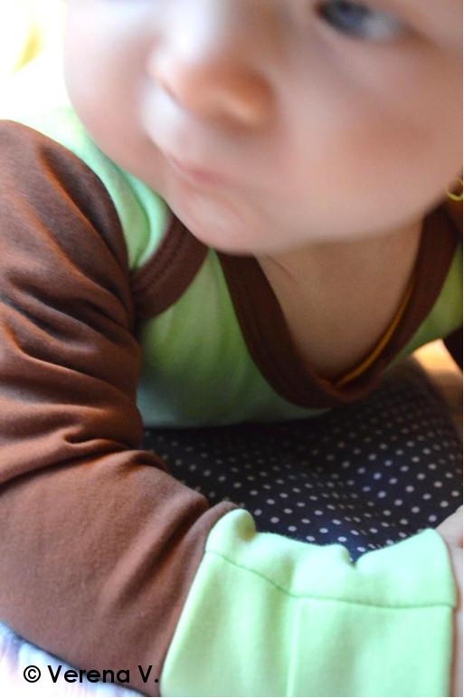 baby-schlafanzug-mit-kratzschutz-testphase-erfolgreich-bestanden-3