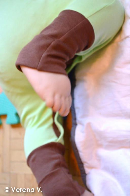 baby-schlafanzug-mit-kratzschutz-testphase-erfolgreich-bestanden-5