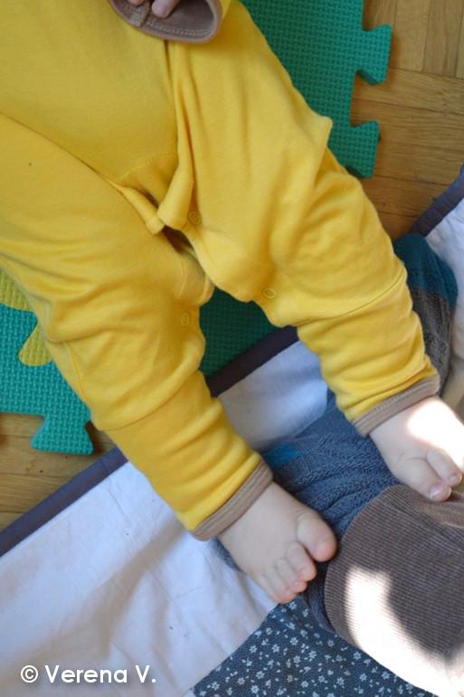 baby-schlafanzug-mit-kratzschutz-testphase-erfolgreich-bestanden-6