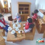 Puppenhaus aus Holz | Eine schöne Geschenkidee zu Weihnachten