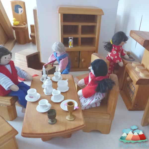 Puppenhaus Holz Kindergarten ~ Puppenhaus aus Holz  Eine schöne Geschenkidee zu Weihnachten