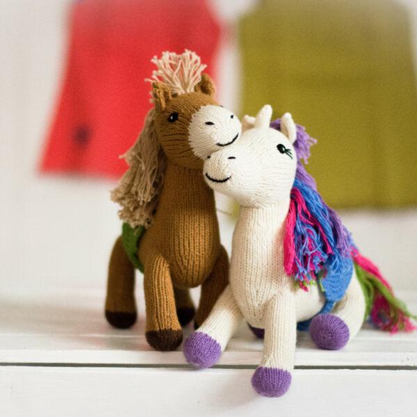 Chill n Feel - Bio Kuscheltiere Einhorn und Pferd aus Biobaumwolle (1)