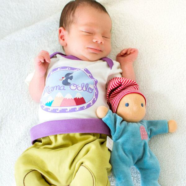 Chill n Feel - Kurzarm Baby-Body Kondor in Premium Pima Qualität Weiß Pflaume (4)