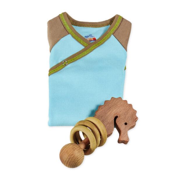 Chill n Feel - Baby-Geschenk Wickelbody Eisblau u. Holz-Rassel Seepferd (1)