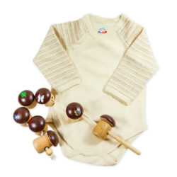Chill n Feel - Baby-Geschenk Wickelbody natur Holz-Fädelspiel Pilze (2)