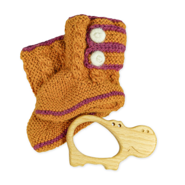Chill n Feel - Babygeschenk Babyschuhe gestrickt und Holz-Greifling Nilpferd (2)