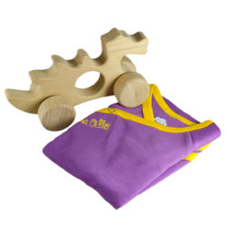 Chill n Feel - Babygeschenk Pima Wickelbody lila u. Holzspielzeug Drache (3)