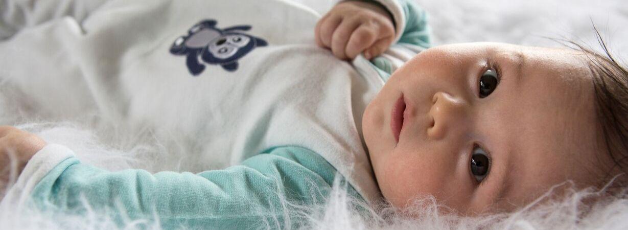 Baby Schnupfen | So bleibt die Schlafroutine