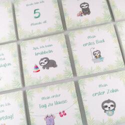 Meilensteinkarten Baby mit Faultieren
