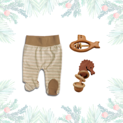 Weihnachtsgeschenk für Neugeborene_Strampelhose_Holzrassel